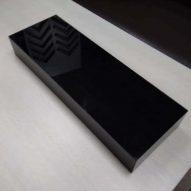 Подиум из черного оргстекла 500x170x70 мм