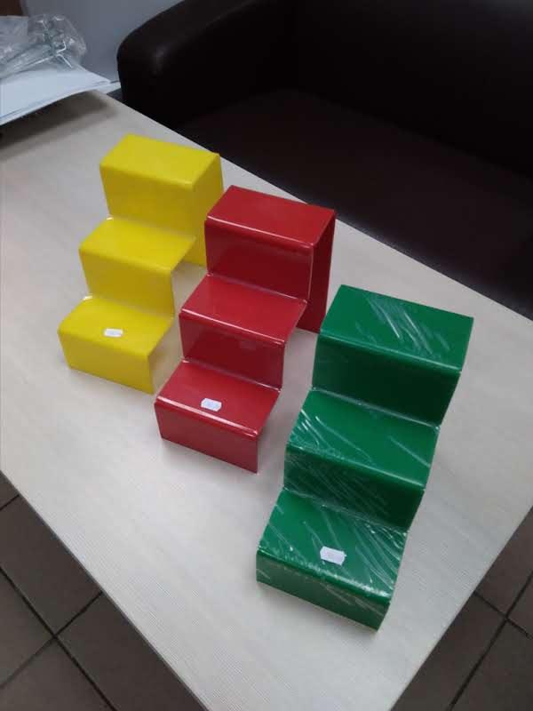 Ступень тройная из цветного оргстекла